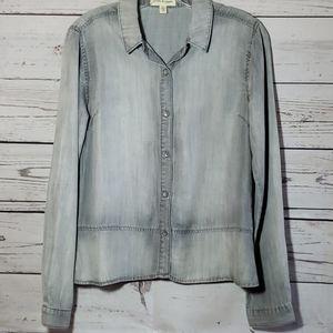 Cloth & Stone Gray Chambray button down shirt